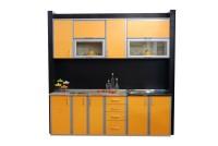 Прямая маленькая оранжевая кухня